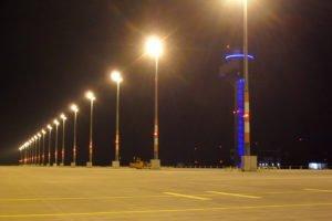 Elektromontagen-Leipzig-GmbH-Flughafeninfrastruktur-Flughafen-BER-Vorfeldbeleuchtung-2-300x200