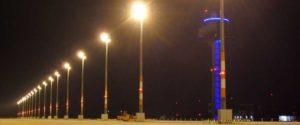 Elektromontagen-Leipzig-GmbH-Flughafeninfrastruktur-Flughafen-BER-Vorfeldbeleuchtung-2-e1553290909181-300x125