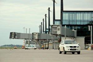 Elektromontagen-Leipzig-GmbH-Flughafeninfrastruktur-Flughafen-BER-Vorfeldbeleuchtung-5-300x200