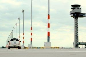 Elektromontagen-Leipzig-GmbH-Flughafeninfrastruktur-Flughafen-BER-Vorfeldbeleuchtung-6-300x200