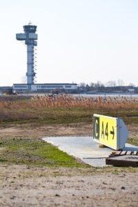 Elektromontagen-Leipzig-GmbH-Flughafeninfrastruktur-Flughafen-Leipzig-Halle-LEJ-Vorfeldbeleuchtung-APRON-3-06-200x300