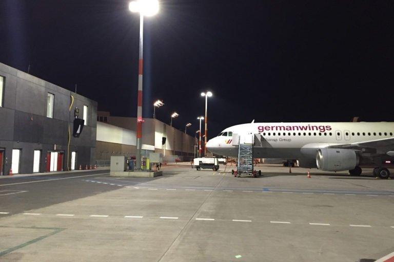 Flughafen-Hamburg-HAM-Vorfeldbeleuchtung-WIWO-Gates-1