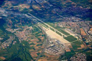 Elektromontagen-Leipzig-GmbH-Flughafeninfrastruktur-Flughafen-Stuttgart-STR-Landeanflugbefeuerung-1-300x200